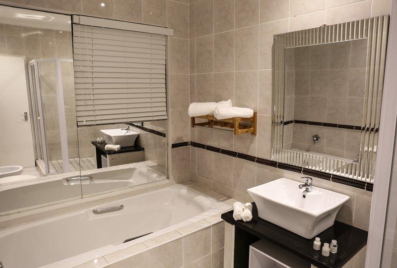 SARDONYX Pool view suite, alquiler vacacional en Parklands
