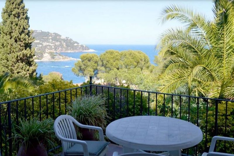 Amazing apt with sea view & terrace, holiday rental in Calella de Palafrugell