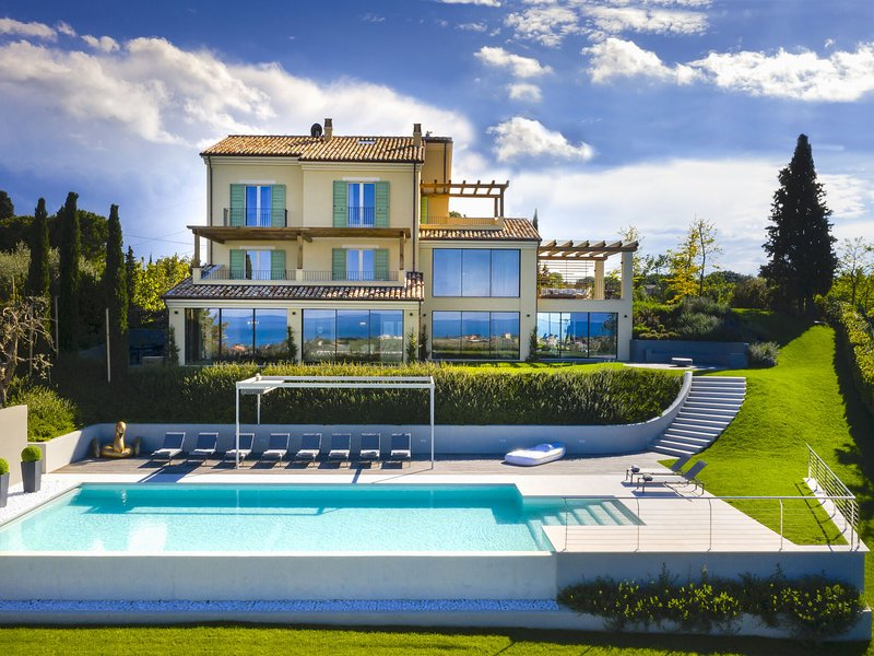 Luxurious Villa in Marche with private pool and lovely garden, holiday rental in Civitanova Marche