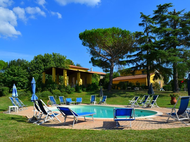 Quaint Farmhouse in Vinci with Swimming Pool, vacation rental in Mezzana