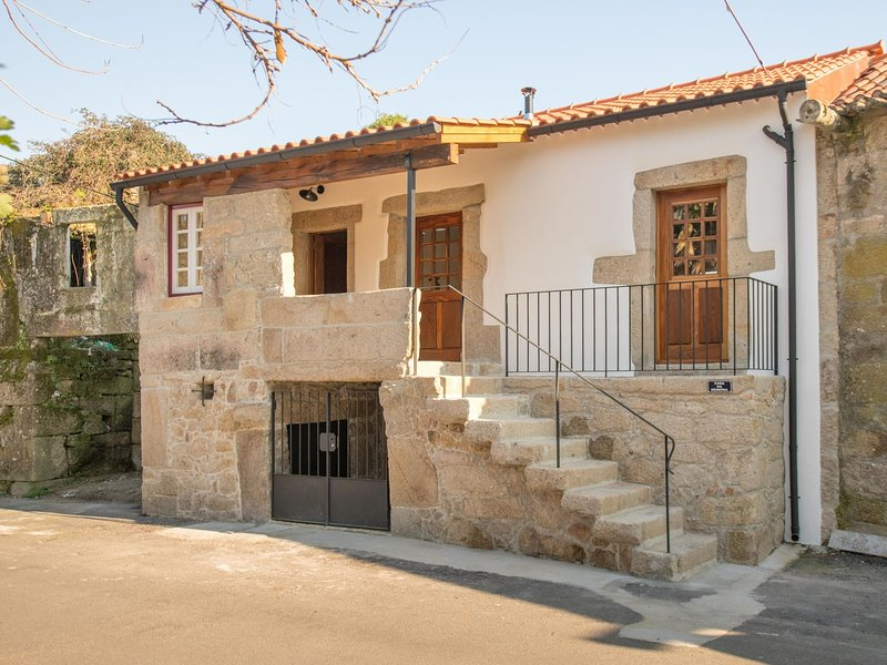 Charming Apartment in ArcozeloPortugal near Forest, location de vacances à Facha