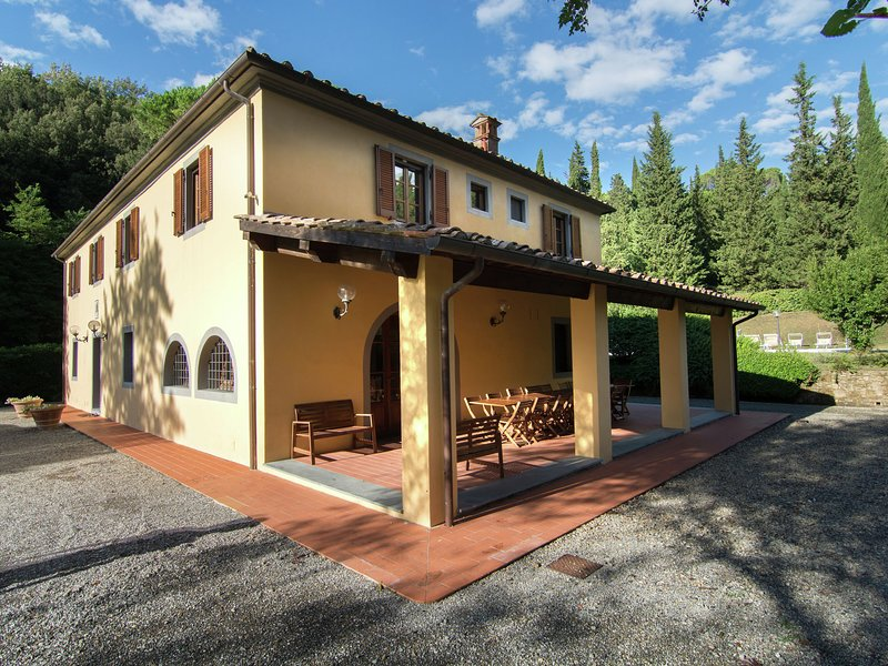 A beautiful Tuscan farmhouse and a large swimming pool and relaxing, vacation rental in Morrona