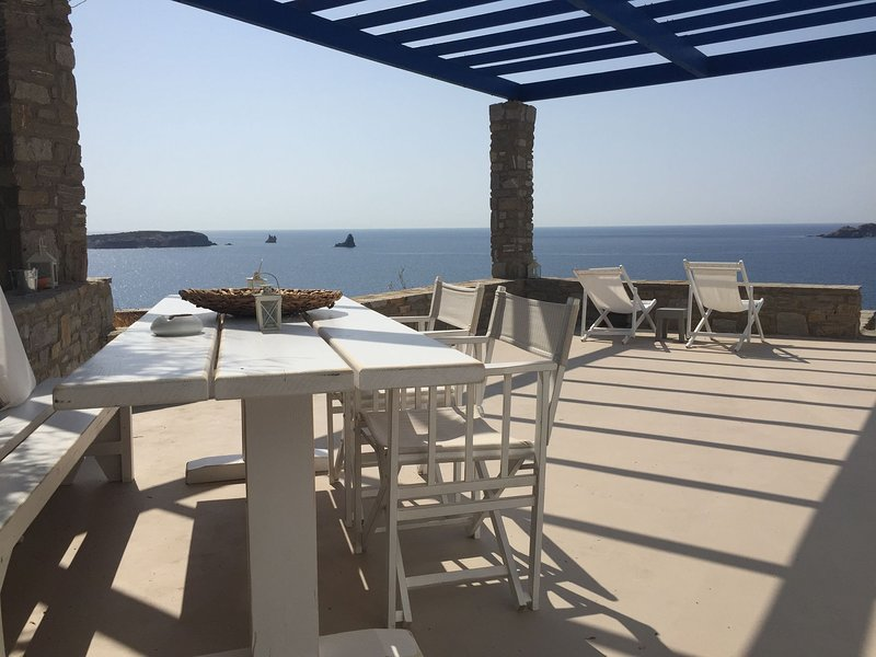 Beautiful Pet-friendly Villa in Paros, location de vacances à Krotiri