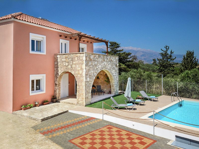 Luxury Villa in Kalamitsi Alexandrou Crete with Private Pool, vacation rental in Exopoli