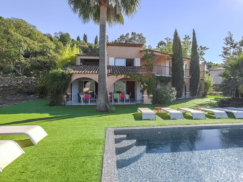Villa with a private pool and panoramic views, 20 km from Saint-Tropez, holiday rental in Plan de la Tour