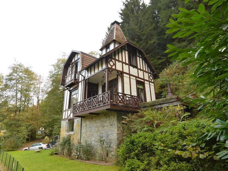Cozy Holiday Home with Forest Nearby in Ardennes, casa vacanza a Bomal