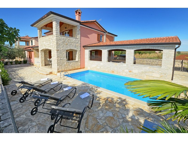 Delightful Holiday Home in Rogovici with Swimming Pool, holiday rental in Roskici