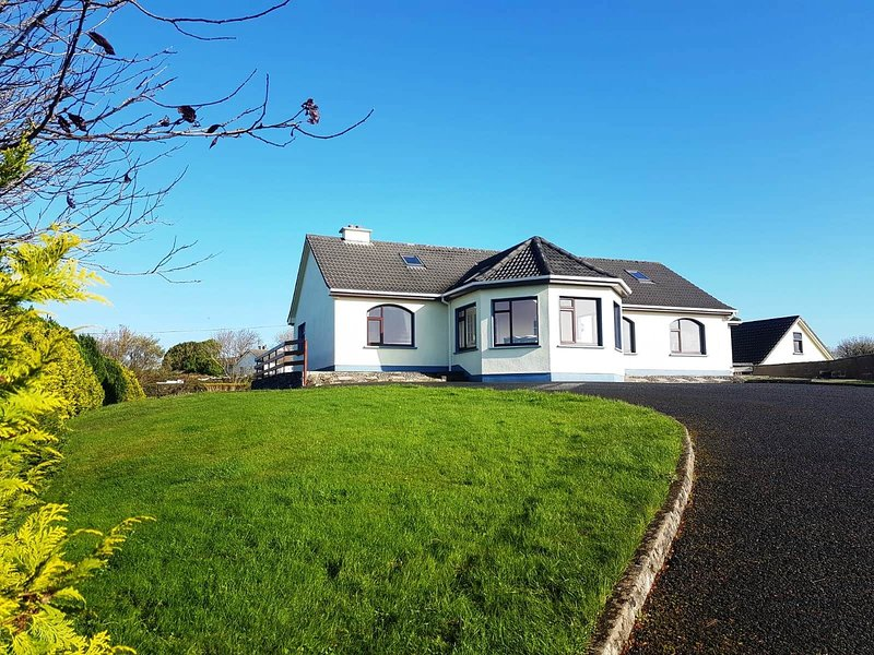 Pooreen House, vacation rental in Spiddal