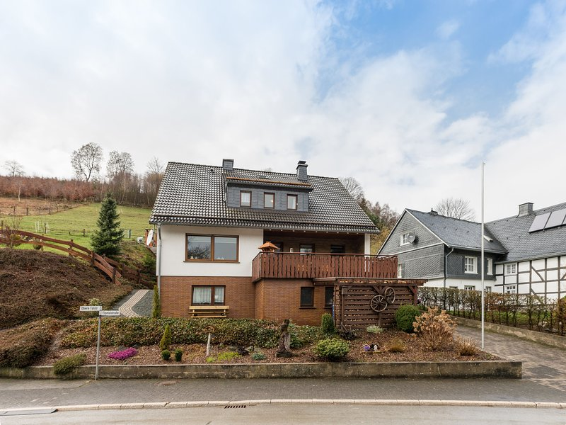 Large apartment near Winterberg and Willingen with covered terrace, holiday rental in Andreasberg
