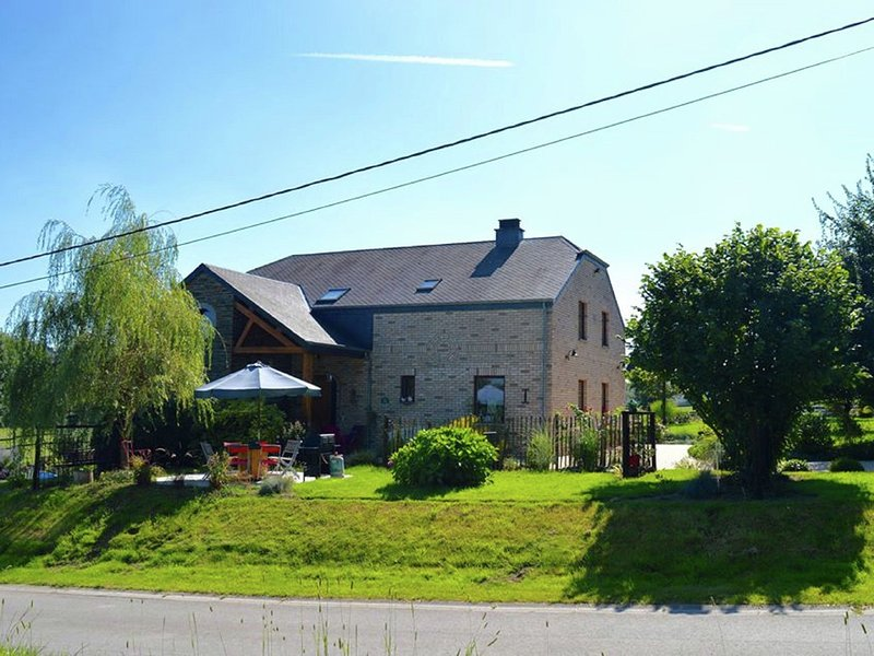 Cozy Cottage in Paliseul with Garden, holiday rental in Paliseul