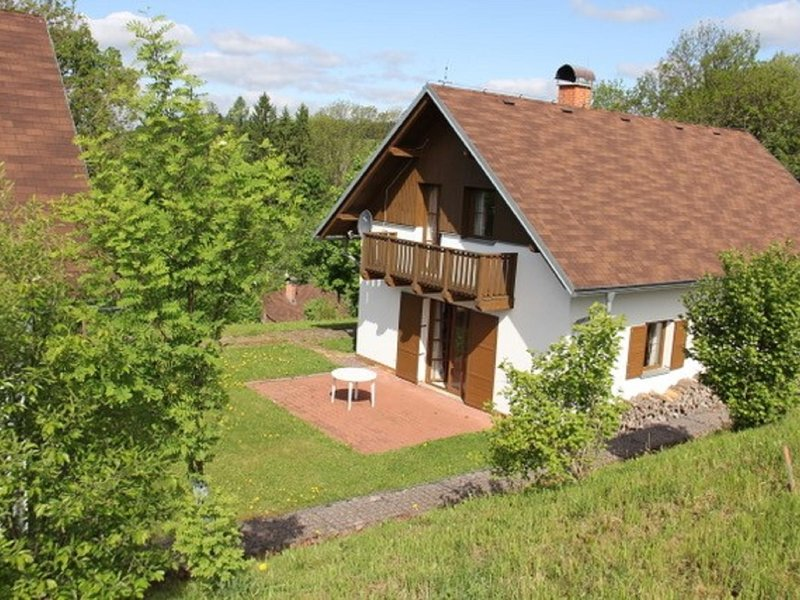 Holiday home with a convenient location in the Giant Mountains for summer & wint, vakantiewoning in Janske Lazne