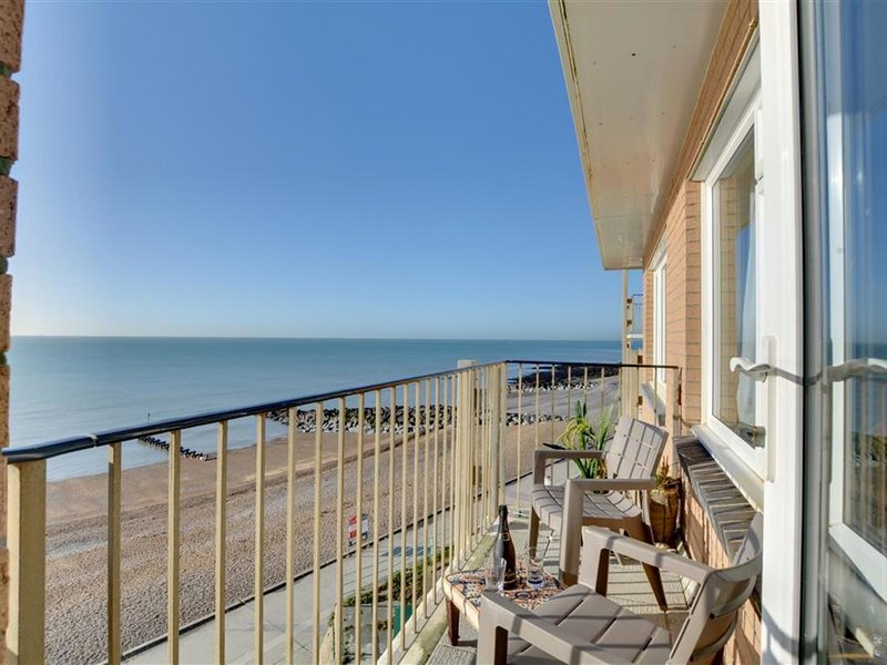 Beautiful apartment with sea view and balcony, near shops and pubs, Ferienwohnung in Newhaven