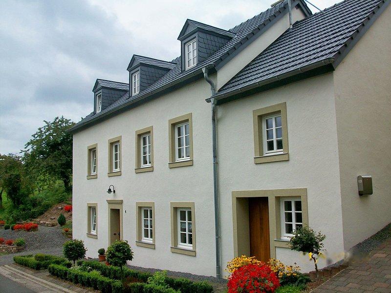 Alluring Apartment Near Forest in Plütscheid Germany, holiday rental in Irrhausen