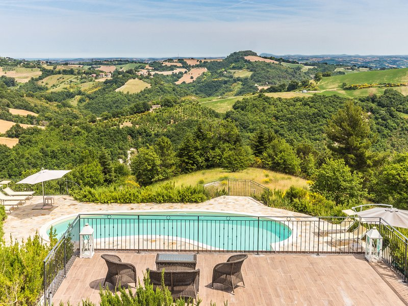 Peaceful Villa in Montefelcino with Swimming Pool, vacation rental in Bargni