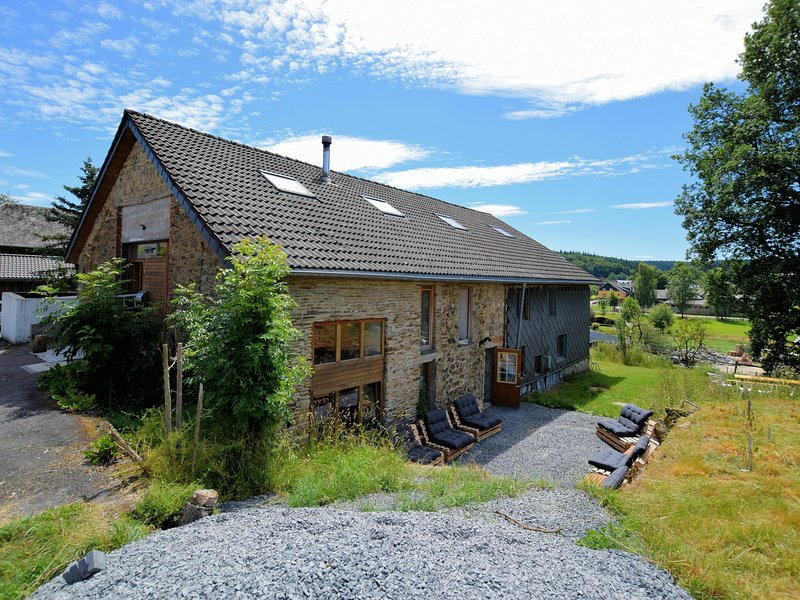 Modern Holiday Home in Meyerode with Terrace, holiday rental in Bleialf