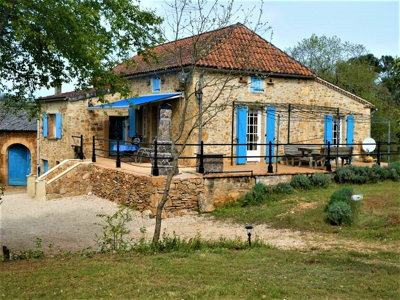 Authentic 'en pierre' house near the Lot river., holiday rental in Puy-l'Eveque