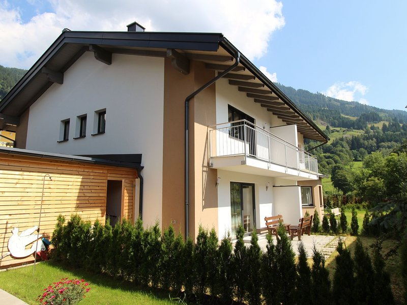 Cozy Holiday Home in Goldegg near Böndlsee Lake, vacation rental in Goldegg