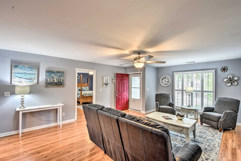 Spacious Family Home - Easy Walk to Lake Hartwell!, vacation rental in Martin
