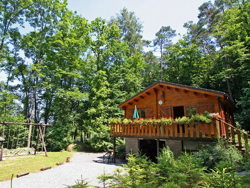 Beautiful chalet situated in the pleasant area Bomal, vacation rental in Hamoir