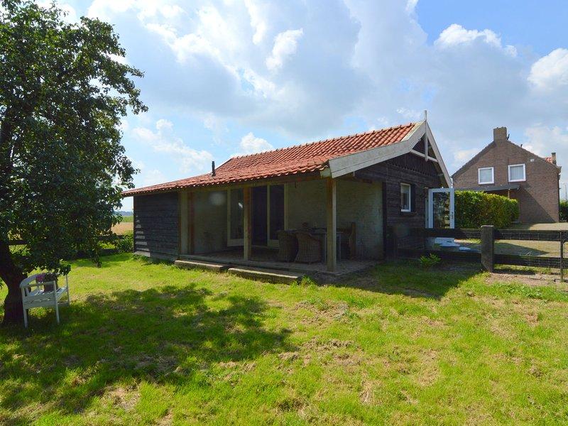 Romantic, cozy cottage with enclosed garden near the Biesbosch and Breda, Ferienwohnung in Prinsenbeek