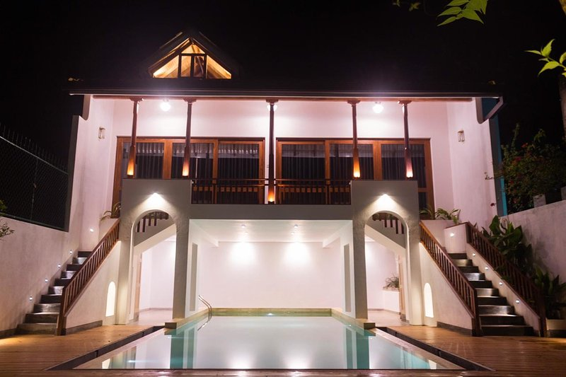 Place to stay in a serene environment, this is the villa for you.swimming pool., holiday rental in Gintota
