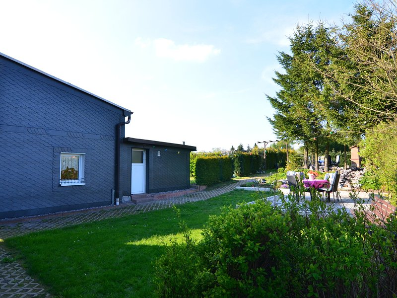 Modern Holiday Home in Neustadt am Rennsteig with Garden, holiday rental in Neustadt am Rennsteig