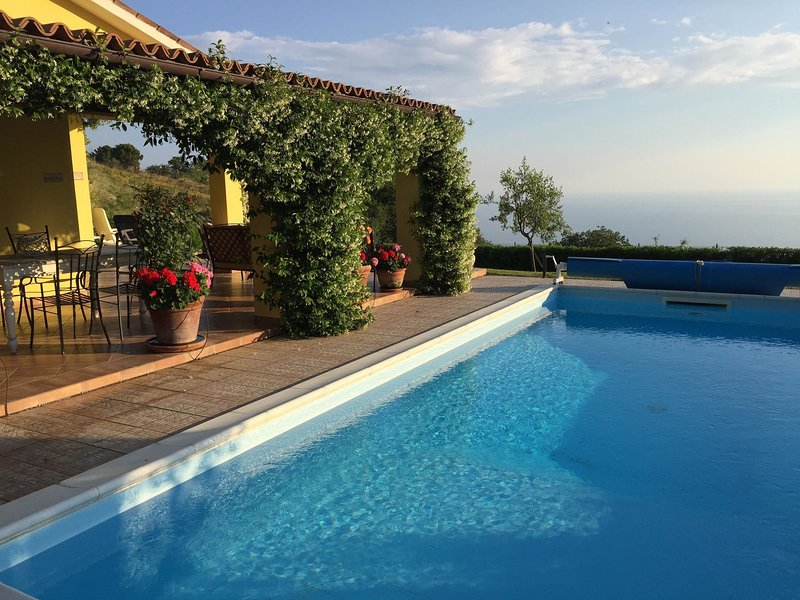 Luxurious Bungalow in Maratea with Swimming Pool, location de vacances à Maratea