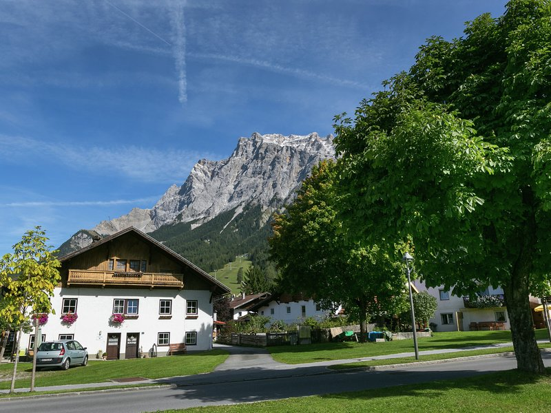 Vintage Apartment in Ehrwald  with Roof Terrace, holiday rental in Lermoos