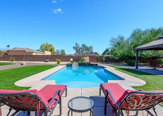 Expansive Vacation Home for your next AZ Vacation! Back yard PARADISE..., casa vacanza a New River