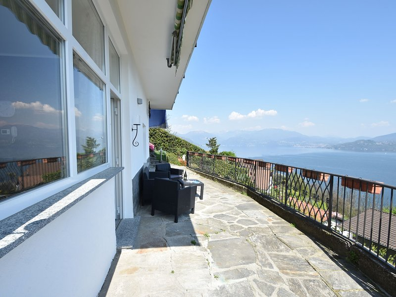 nice holiday apartment with panoramic balcony, holiday rental in Aurano