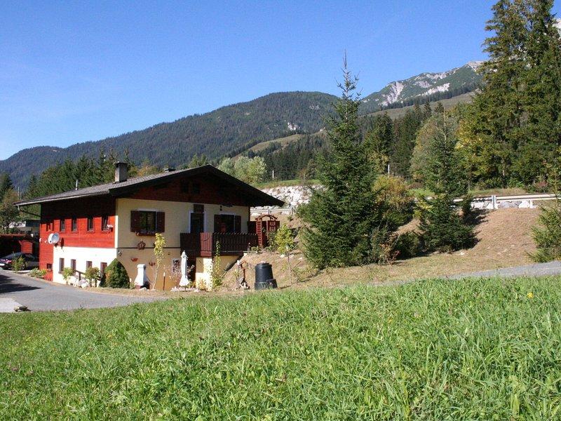 Spacious Holiday Home near Ski Area in Leogang, alquiler de vacaciones en Sankt Martin bei Lofer