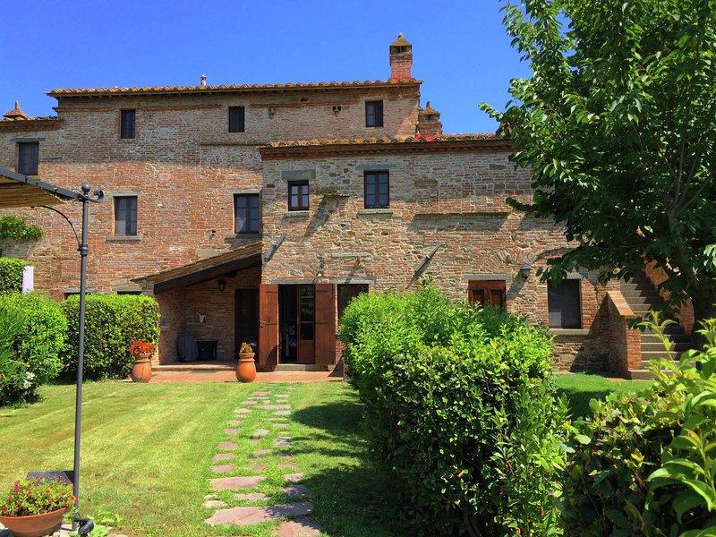Rustic Villa in Cortona with Pool, holiday rental in Montecchio della Pozzanghera