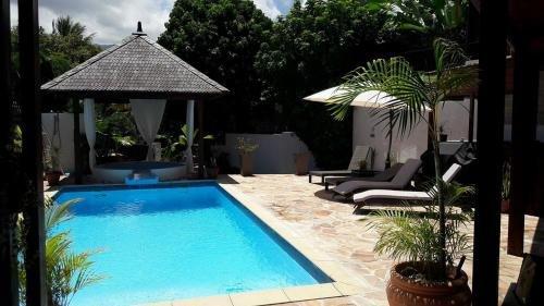 Amazing villa with swimming-pool, location de vacances à Le Ouaki