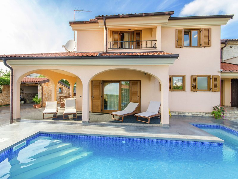 Comfortable Holiday Home in Rovinj with Private Pool, holiday rental in Rovinjsko Selo