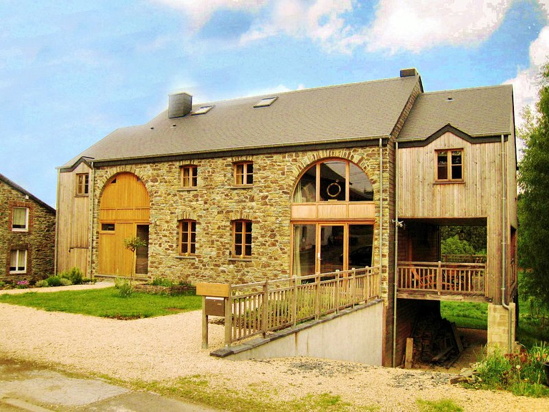 Cottage for family groups with jacuzzi and sauna near Bertrix, holiday rental in Redu