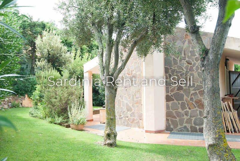 Chia,150m mare,8posti,giardino, holiday rental in Chia