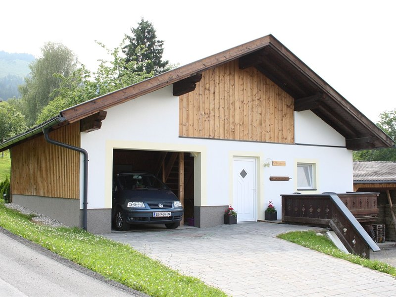 Lovely Chalet in Maria Alm with terrace, location de vacances à Maria Alm
