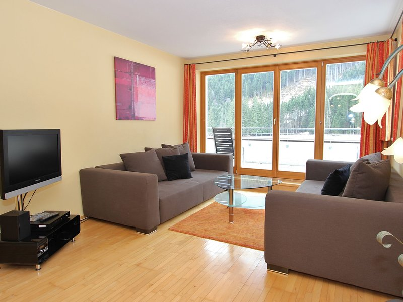 Cozy Apartment in Saalbach-Hinterglemm with Terrace, holiday rental in Hinterglemm