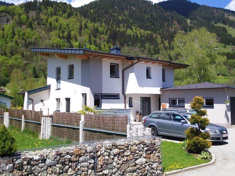 Modern Holiday Home in Goldegg near Ski Area, holiday rental in Goldegg am See
