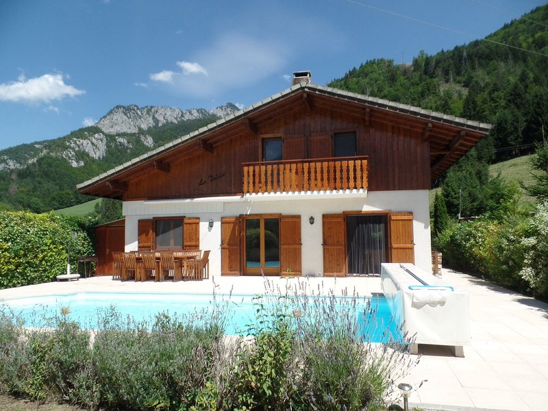 Secluded Villa in Biot with Swimming Pool, alquiler vacacional en Le Biot