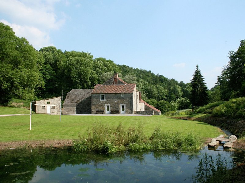 Spacious Pet-friendly Holiday Home in Anhée, vacation rental in Maredret