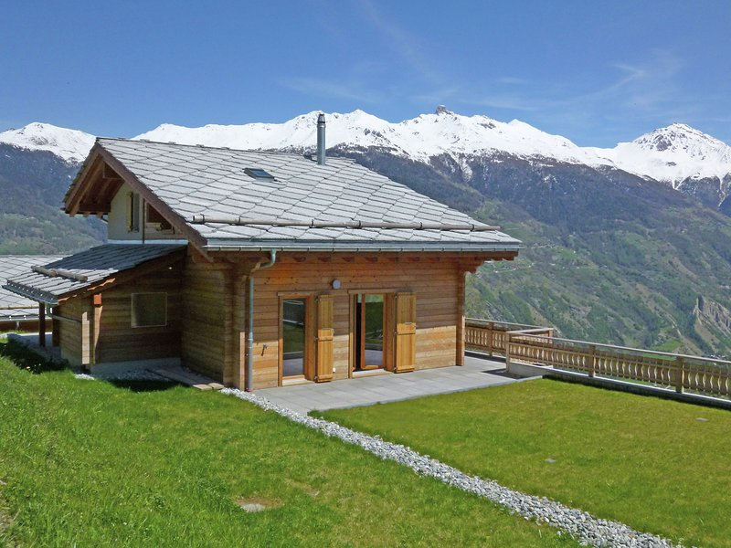 Brightly Lit Chalet in Mountains in Hérémence, holiday rental in Heremence