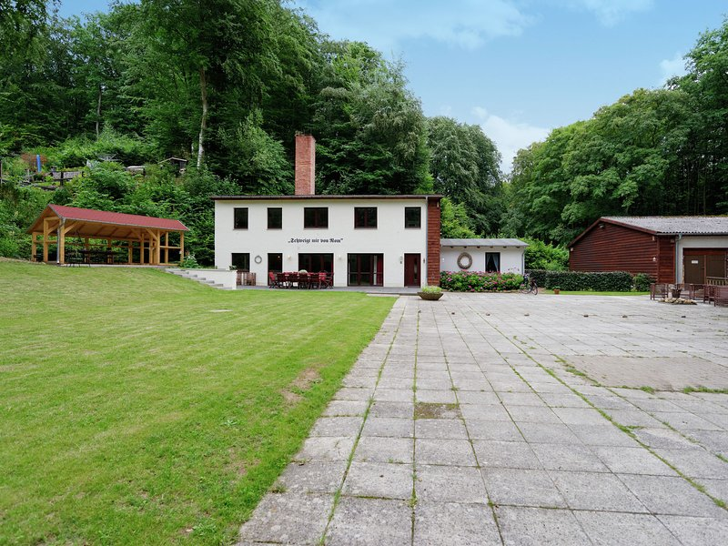 Upscale holiday home in Bad Stuer with terrace and garden, casa vacanza a Luebz