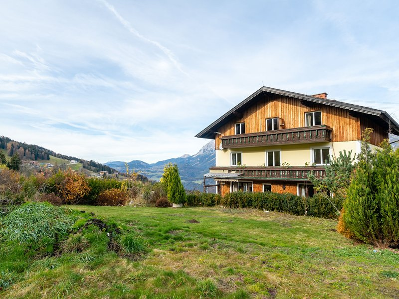 Cozy Mansion in Haus im Ennstal near Ski Area, vacation rental in Aich
