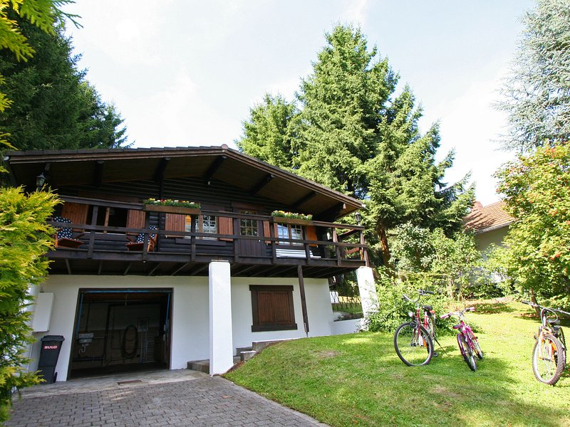 Cozy Chalet in Wincrange with Private Garden, holiday rental in Lullange