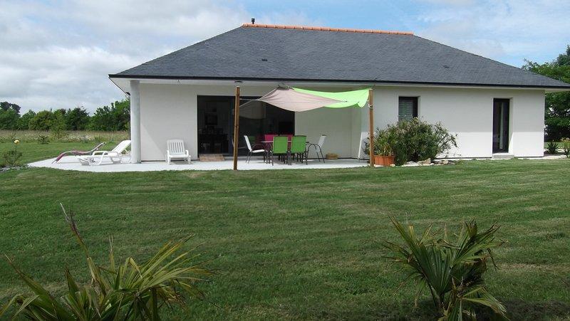 Maison contemporaine de plain pied, location de vacances à Lesconil
