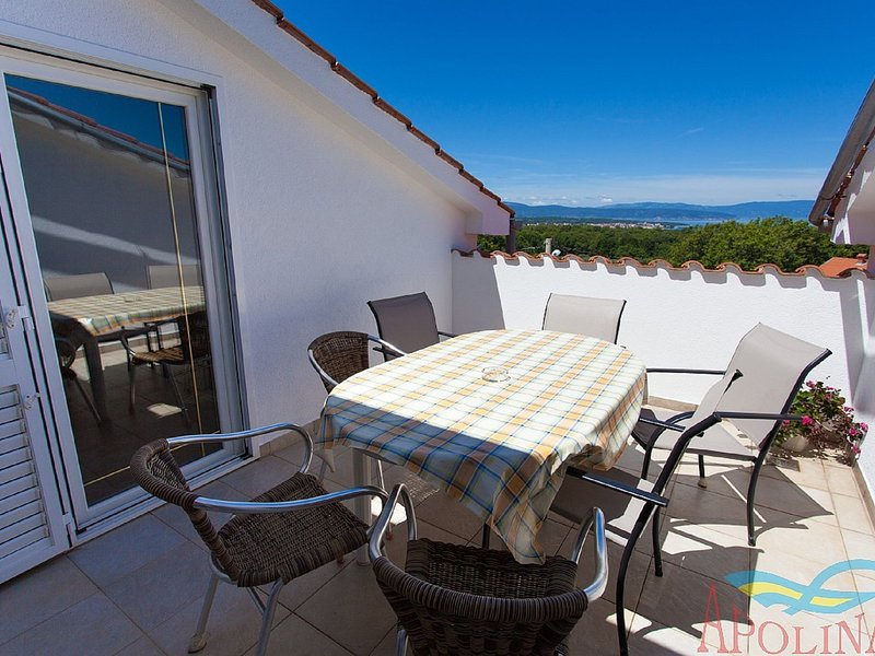 Comfortable house apartment with great roof terrace !, holiday rental in Ostrobradic