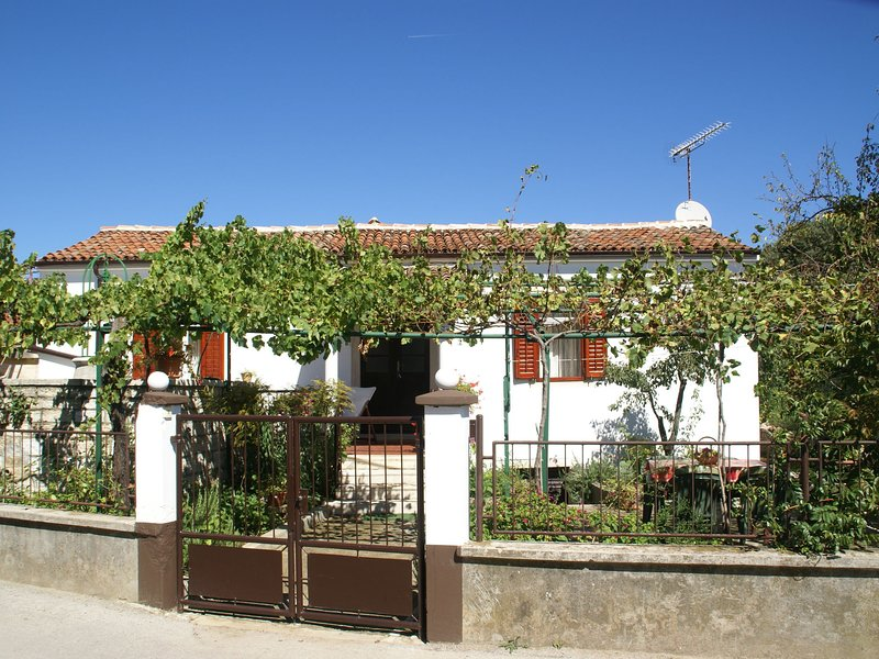 Charming Holiday Home in Pula near Beach, holiday rental in Stinjan