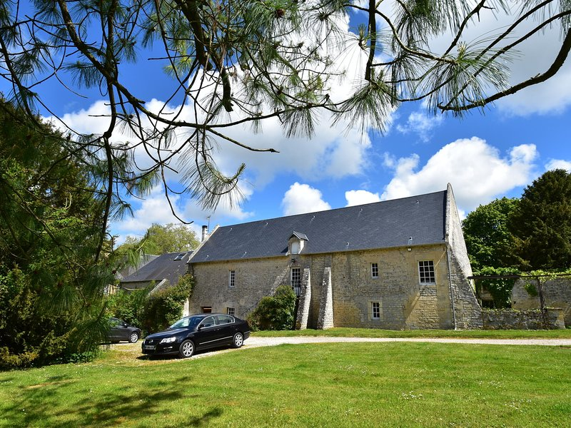 Cosy Holiday Home  in Lantheuil with Garden, aluguéis de temporada em Bretteville-l'Orgueilleuse
