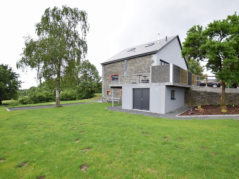 Old farmhouse completely renovated a few kilometers from the center of Bastogne, holiday rental in Lullange